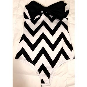 Stripped onesie with black bow detail